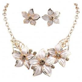 Collar y Pendientes Flor Blanca 5 Petalos