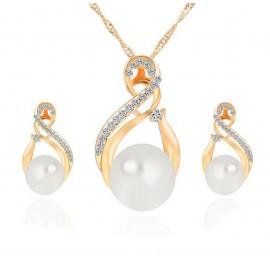 Collar y Pendientes Dorado con Perlas
